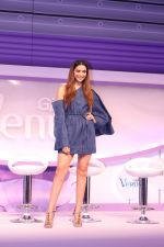 Deepika Padukone At Launch Of Gillette Venus Breeze on 23rd Feb 2017 (6)_58aff04aa6ea0.JPG