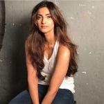 Sonam Kapoor  (2)_58aff12e91a4c.jpg