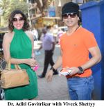 Aditi Govitrikar with Viveck Shettyy on FM Rainbow 107.1 (2)_58b1729f69996.jpg