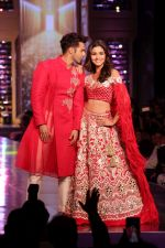 Alia Bhatt, Varun Dhawan walk the Ramp For Cancer Patients at Fevicol Caring with Style on 26th Feb 2017