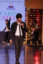 Himesh Reshammiya walk the Ramp For Cancer Patients at Fevicol Caring with Style on 26th Feb 2017 (16)_58b4355095cd4.JPG