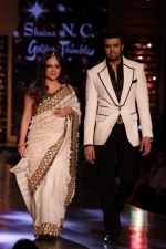 Manish Paul walk the Ramp For Cancer Patients at Fevicol Caring with Style on 26th Feb 2017 (66)_58b3dfcf0f8b6.JPG