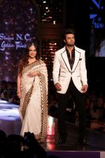 Manish Paul walk the Ramp For Cancer Patients at Fevicol Caring with Style on 26th Feb 2017