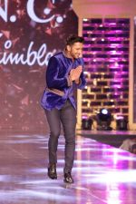 Terence Lewis walk the Ramp For Cancer Patients at Fevicol Caring with Style on 26th Feb 2017 (58)_58b3df88353a3.JPG