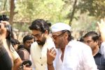 Abhishek Bachchan at the Furneral Of Sunil Shetty_s Father Veerappa T Shetty on 2nd March 2017 (90)_58b93649bf5c8.JPG
