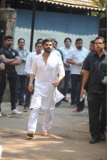 Sunil Shetty at the Furneral Of Sunil Shetty_s Father Veerappa T Shetty on 2nd March 2017 (40)_58b936cf18c66.JPG