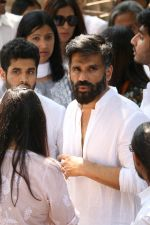 Sunil Shetty at the Furneral Of Sunil Shetty_s Father Veerappa T Shetty on 2nd March 2017 (51)_58b937016a6e3.JPG