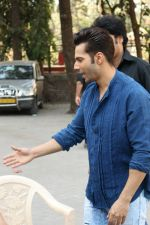 Varun Dhawan at the Promotional Interview for Badrinath Ki Dulhania on 2nd March 2017 (37)_58b93fbd0edb8.JPG