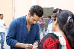 Varun Dhawan at the Promotional Interview for Badrinath Ki Dulhania on 2nd March 2017 (41)_58b93fc444112.JPG