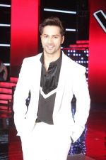 Varun Dhawan promote Badrinath Ki Dulhania on the sets of Voice of India on 1st March 2017 (20)_58b91ea8e6d3b.JPG