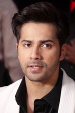 Varun Dhawan promote Badrinath Ki Dulhania on the sets of Voice of India on 1st March 2017 (22)_58b91eabeff47.JPG
