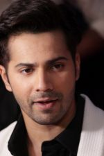 Varun Dhawan promote Badrinath Ki Dulhania on the sets of Voice of India on 1st March 2017 (23)_58b91ead6c490.JPG