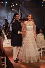 Anushka Sharma walk the ramp for Mijwan-Summer 2017 Show on 5th March 2017 (8)_58bd10dd99331.JPG