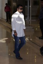 Raj Kundra At Suniel Shetty Father Chautha on 4th March 2017 (5)_58bd051d435d6.JPG