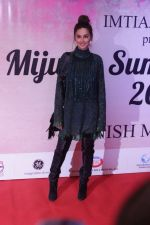 Shibani Dandekar walk the ramp for Mijwan-Summer 2017 Show on 5th March 2017 (19)_58bd0fefd3d4d.JPG