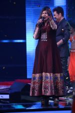 Alka Yagnik At Semi Finale Of The Voice India Season 2 on 6th March 2017 (5)_58be575781672.JPG