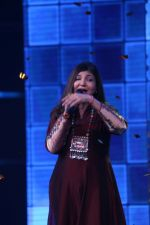 Alka Yagnik At Semi Finale Of The Voice India Season 2 on 6th March 2017 (6)_58be5758b2d04.JPG