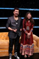 Kumar Sanu & Alka Yagnik At Semi Finale Of The Voice India Season 2 on 6th March 2017 (16)_58be56d816a39.JPG