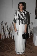 Sonam Kapoor at Raw Mango_s store launch on 9th March 2017 (14)_58c39a1036572.JPG