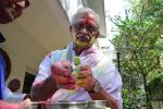 Gulzar celebrates Holi with his family on 13th March 2017 (1)_58ca3036522e7.JPG