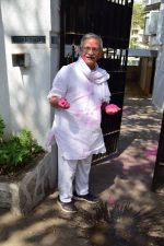 Gulzar celebrates Holi with his family on 13th March 2017 (5)_58ca308f8fe5f.JPG