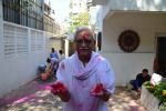 Gulzar celebrates Holi with his family on 13th March 2017 (7)_58ca30a9c3a00.JPG