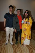 Govinda,Yashvardhan Ahuja, Sunita Ahuja at the Screening Of Film Aa Gaya Hero on 16th March 2017 (22)_58cba1d06ff65.JPG
