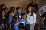 Alia Bhatt at special screening of film Beauty and the Beast with NGO Kids on 16th March 2017 (7)_58cb9c4d4b186.JPG