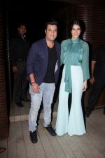 Kriti Sanon, Varun Sharma at the Success Party of Badrinath Ki Dulhania hosted by Varun on 16th March 2017 (14)_58cb938b5163a.JPG