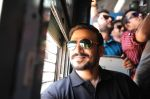Vivek Oberoi snapped travelling by local train to Kelve Road on 20th March 2017 (39)_58cf875b20baf.JPG