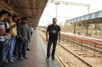 Vivek Oberoi snapped travelling by local train to Kelve Road on 20th March 2017 (28)_58cf8724d448b.JPG