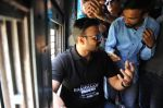 Vivek Oberoi snapped travelling by local train to Kelve Road on 20th March 2017 (35)_58cf87473235a.JPG