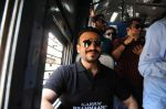 Vivek Oberoi snapped travelling by local train to Kelve Road on 20th March 2017 (37)_58cf8750363f2.JPG