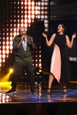 Sonakshi Sinha on th Sets Of Indian Idol to Promote Film Noor on 22nd March 2017 (18)_58d370bfe80f0.JPG