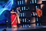 Vidya Balan on the Sets Of Indian Idol to Promote Film Begum Jaan on 22nd March 2017 (20)_58d37062aadff.JPG