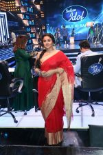 Vidya Balan on the Sets Of Indian Idol to Promote Film Begum Jaan on 22nd March 2017 (7)_58d370397786a.JPG