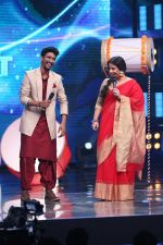 Vidya Balan on the Sets Of Indian Idol to Promote Film Begum Jaan on 22nd March 2017 (13)_58d3704b6586b.JPG