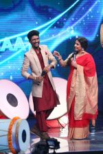Vidya Balan on the Sets Of Indian Idol to Promote Film Begum Jaan on 22nd March 2017 (15)_58d3704f7342e.JPG