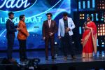 Vidya Balan on the Sets Of Indian Idol to Promote Film Begum Jaan on 22nd March 2017 (25)_58d3707e0e83f.JPG