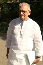 Gulzar At whistling Wood international Interact To Student on 23rd March 2017 (5)_58d51a01295dd.JPG