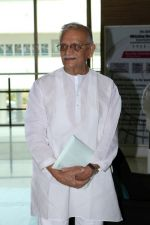 Gulzar At whistling Wood international Interact To Student on 23rd March 2017 (11)_58d519cdbb03f.JPG
