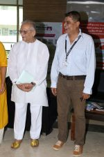 Gulzar At whistling Wood international Interact To Student on 23rd March 2017 (13)_58d519d146ee5.JPG