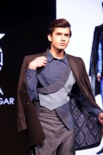 Model walk the ramp at The Max Design Awards 2017 Grand Finale Student Edition on 23rd March 2017 (49)_58d51fb37b62a.JPG