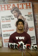 Vidyut Jammwal On Cover Page Of Health & Nutrition Magazine on 23rd March 2017 (8)_58d51dfa48418.jpg