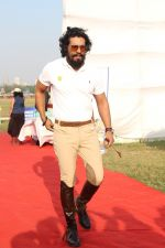 Randeep Hooda Is Show Jumping At Race Cource on 24th March 2017 (10)_58d6269dca63e.JPG
