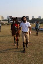 Randeep Hooda Is Show Jumping At Race Cource on 24th March 2017 (16)_58d626a75a3e3.JPG