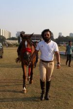 Randeep Hooda Is Show Jumping At Race Cource on 24th March 2017 (17)_58d626aa2d5ae.JPG