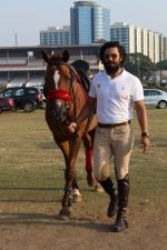 Randeep Hooda Is Show Jumping At Race Cource on 24th March 2017 (20)_58d626b202373.JPG