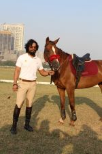 Randeep Hooda Is Show Jumping At Race Cource on 24th March 2017 (22)_58d626b687274.JPG