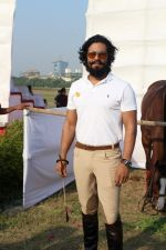 Randeep Hooda Is Show Jumping At Race Cource on 24th March 2017 (3)_58d626917016d.JPG